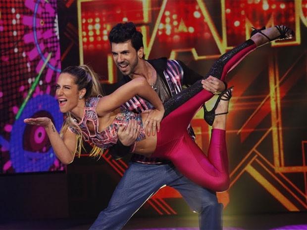 Giovana Ewbank arrasa na estreia no Dança dos Famosos 2014 (Foto: Arthur Seixas/TV Globo)