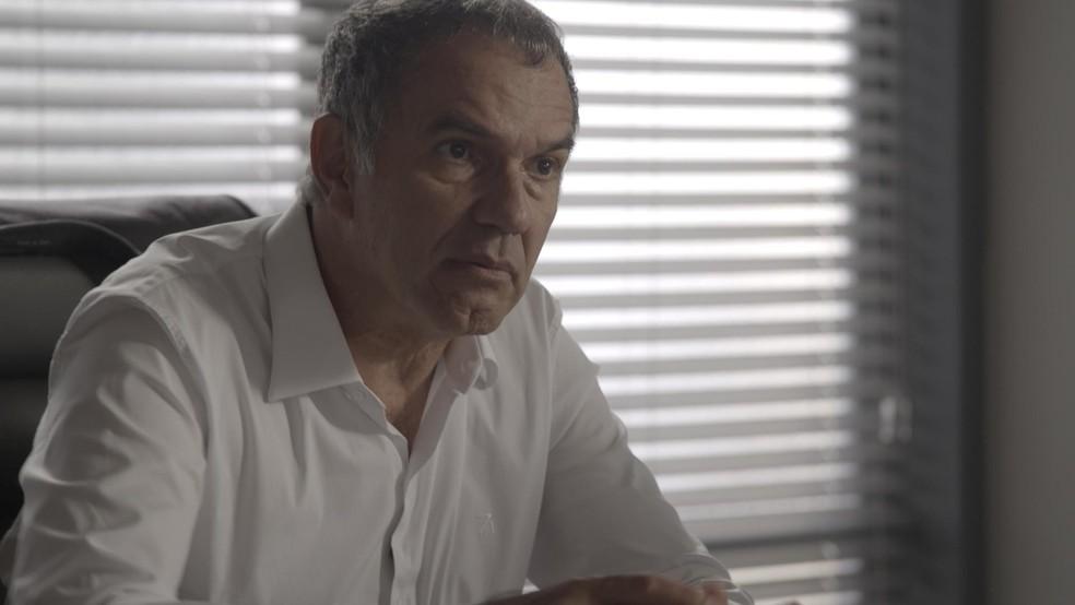 Eurico decide vigiar passos de Silvana (Foto: TV Globo)