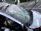 Carro bate em ponto de ônibus na Reta da Penha, em Vitória