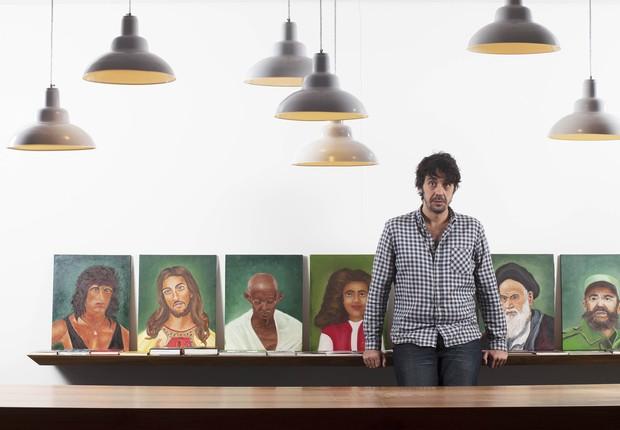 Deboche. No escritório de Piqueira, uma reunião de figuras com muito pouco em comum (Foto: Rogério Cassimiro / Época SP)