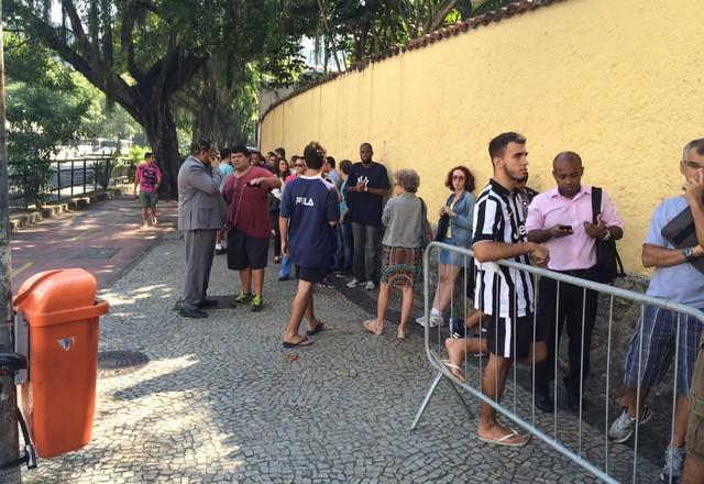 Fila Botafogo General Severiano (Foto: Chandy Teixeira/GloboEsporte.com)