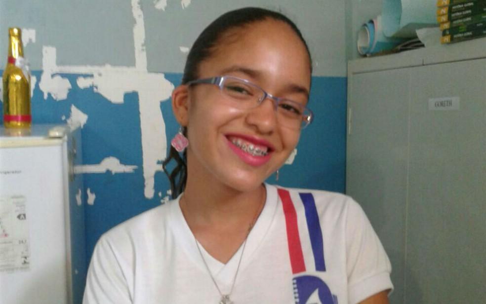 Edna morreu afogada ao tomar banho com namorado no Rio São Franciso, em Juazeiro (Foto: Arquivo pessoal)