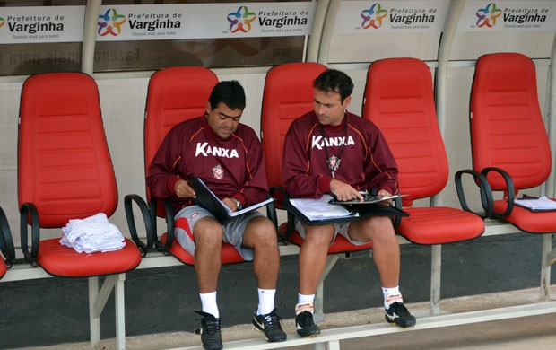 Sidney Moraes (à direita) sabe das resposabilidades que um treinador enfrenta (Foto: Tiago Campos / Globoesporte.com)