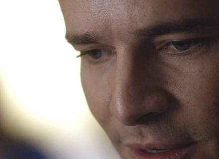 Vitor promete enlouquecer Alice: 'Vai ficar frágil, perder a razão'