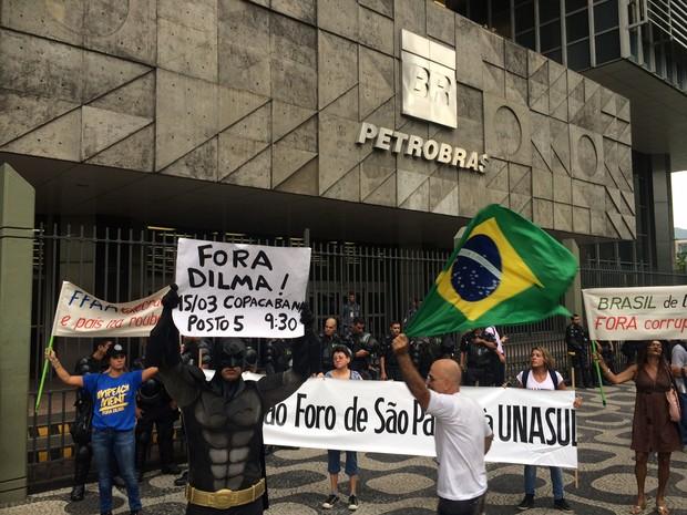 Grupo chegou à sede da Petrobras às 17h (Foto: Henrique Coelho / G1)