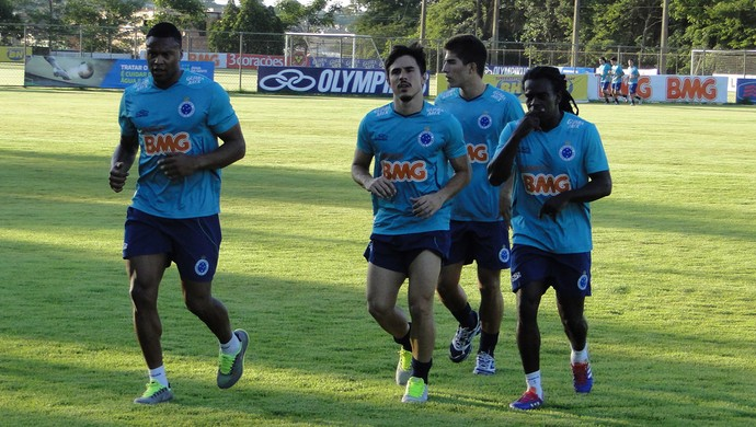 Jogadores treino Cruzeiro (Foto: Marco Antônio Astoni / Globoesporte.com)