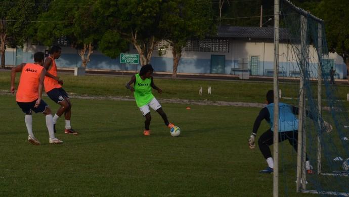treino são francisco, negueba (Foto: Weldon Luciano/GloboEsporte.com)