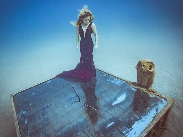 Karina Oliani em ensaio fotográfico de Alexandre Socci no Museu Atlântico (Foto: Alexandre Socci)