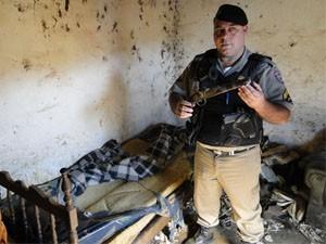 'Constatamos que ele vivia em condições subumanas', disse o sargento Abreu (Foto: Hélder Almeida/ Clic Folha)