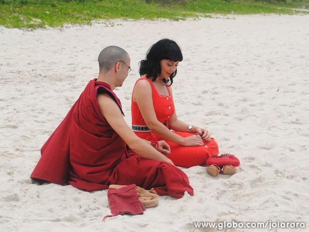Na trama, Matilde está apaixonada pelo monge (Foto: Joia Rara/TV Globo)