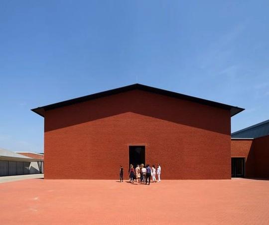 O campus do museu conta com o prédio Schaudepot, projetado pelos arquitetos Herzog & de Meuron (Foto: Reprodução/ Vitra)