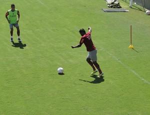 Nikão em treinamento do América-MG (Foto: Rafael Araújo / Globoesporte.com)