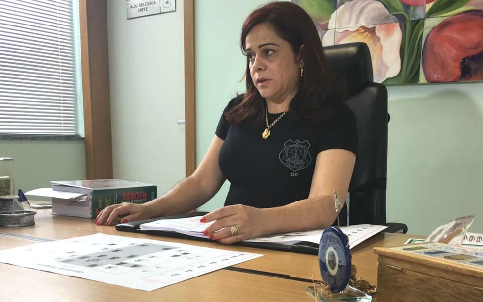 Delegada-chefe da Delegacia Especial de Atendimento à Mulher, Sandra Gomes (Foto: Luiza Garonce/G1)