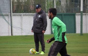 Com três titulares poupados, Coritiba faz o último treino antes de viagem