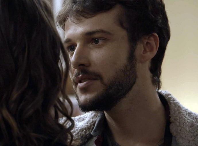 Giovanni tenta convencer Camila a se entregar ao sentimento (Foto: TV Globo)