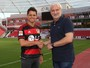 Chicharito deixa o Manchester United e é apresentado no Bayer Leverkusen