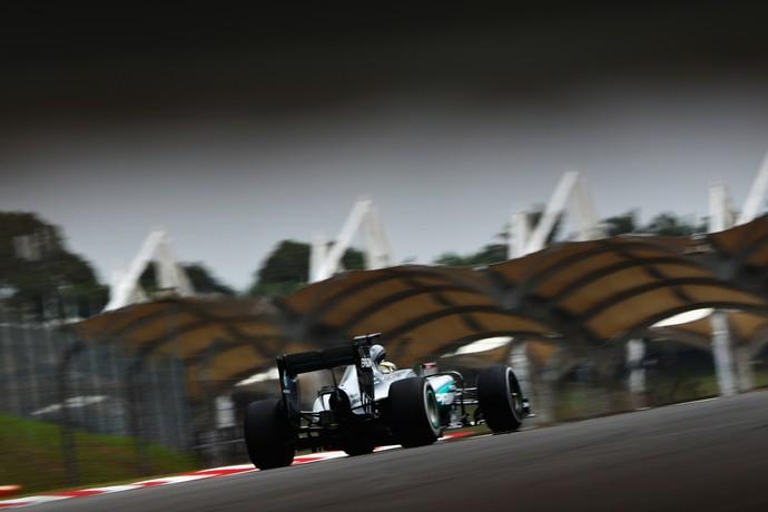 Lewis Hamilton foi o mais rápido no 3º treino livre para o GP da Malásia (Foto: Getty Images)