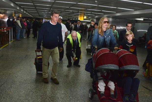 Angélica e Luciano Huck com os filhos (Foto: Caio Duran / AgNews)