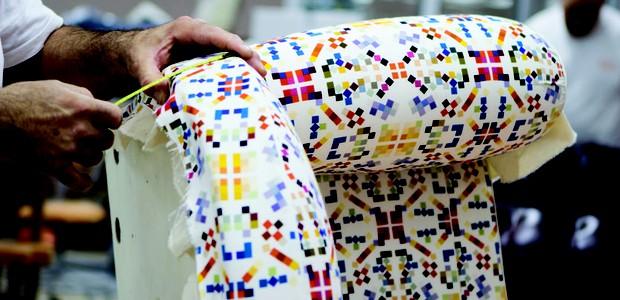 Vanity Fair ganha nova versão com tecido criado por crianças (Foto: Reprodução)