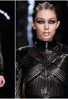 Gigi Hadid exibe seios em desfile com Kendall Jenner em Paris