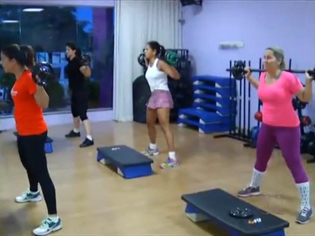 Empresária comemora resultados após abrir academia exclusiva para mulheres (Foto: Reprodução/TV Anhanguera)