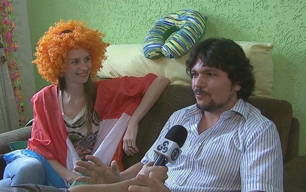 Casal separa amor e futebol, em tempos de Copa do Mundo (Foto: Bom Dia Amazônia)
