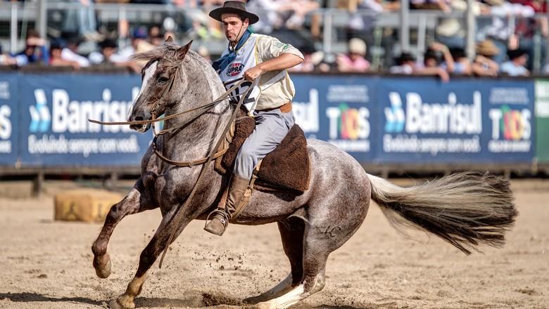 guto-freire-freio-de-bronze-cavalo-crioulo (Foto: Divulgação/ABCC)
