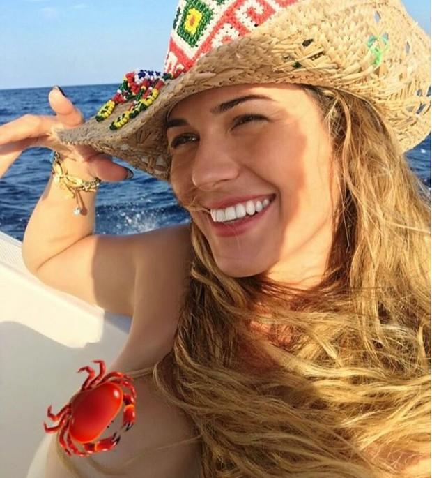 Lívia Andrade provoca em foto feita durante passeio de iate em Ibiza (Foto: Reprodução/Instagram)