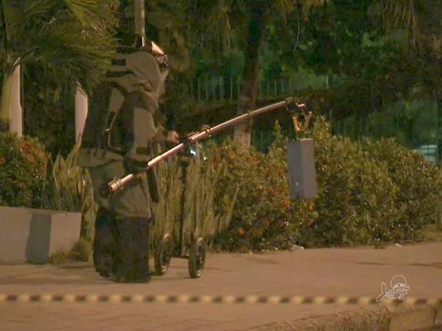 Esquadrão antibomba em Fortaleza (Foto: TV Verdes Mares/Reprodução)