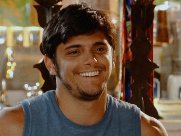 Juliano se oferece para ajudar Natália (Foto: Flor do Caribe / TV Globo)