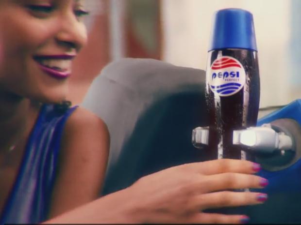Comercial da Pepsi recria cenário do filme De Volta para o Futuro 2 (Foto: Reprodução/Pepsi)