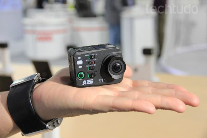 A câmera digital Xtrax S71 é uma das principais concorrentes da GoPro e conta com a resolução 4K (Foto: Monique Mansur/TechTudo)