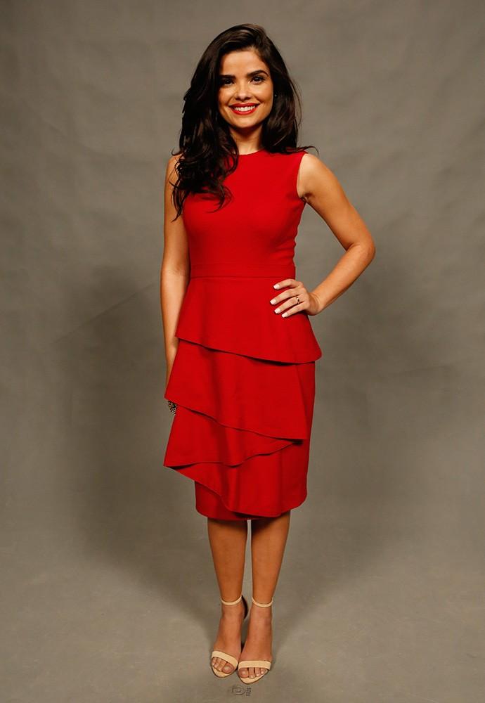 A mocinha da nova novela das 9 opta por vestido vermelho para coletiva de imprensa (Foto: Ellen Soares/Gshow)