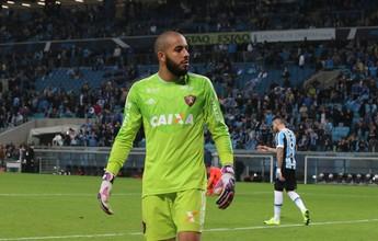 Danilo Fernandes brilha em julho e  é dono da melhor defesa do mês