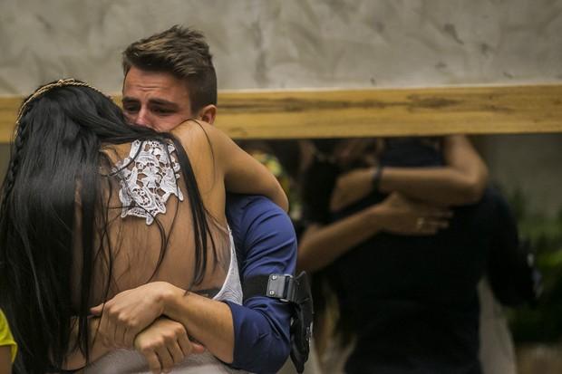 Rafael chora com eliminação de Talita (Foto: Paulo Belote/TV Globo)