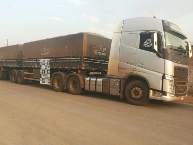Polícia apreendeu carretas e carga de cimento em MT (Foto: Divulgação/Polícia Civil-MT)