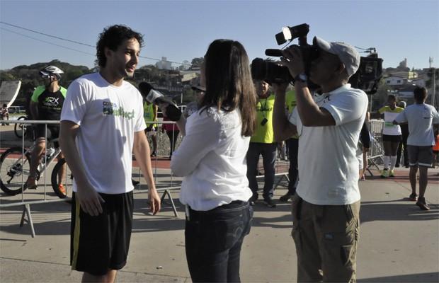O ator Rafael Almeida participou da maratona com outros atletas de Campinas e região (Foto: Priscila Nascimento)