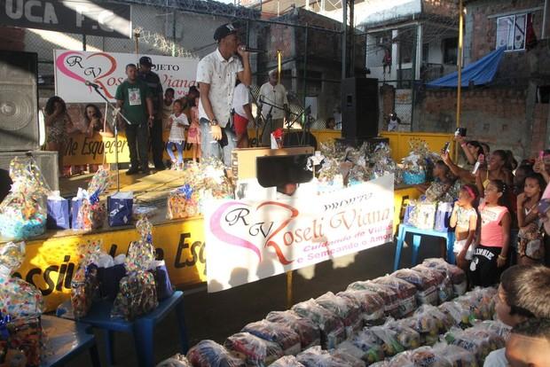 Nego do Borel em comunidade (Foto: Agnews)
