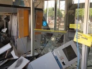 Explosivos destruíram caixas eletrônicos (Foto: Paula Casagrande/G1)