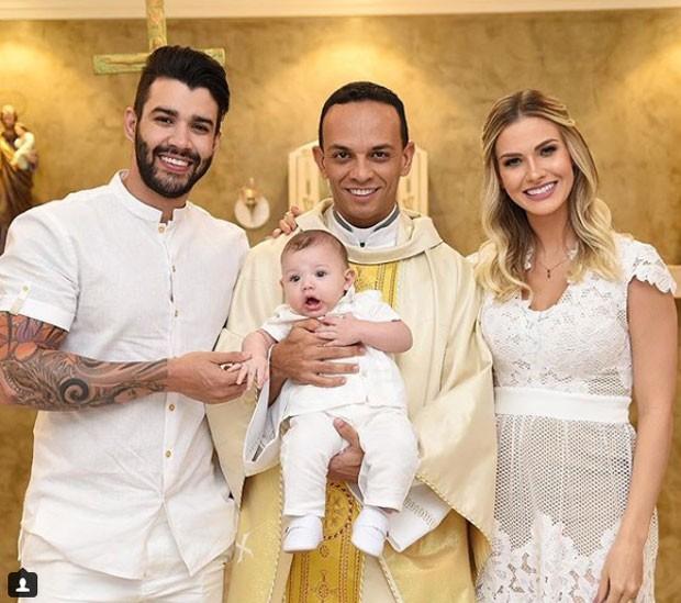 Gusttavo Lima e Andressa Suita, no batizado do filho, Gabriel (Foto: Reprodução Instagram)