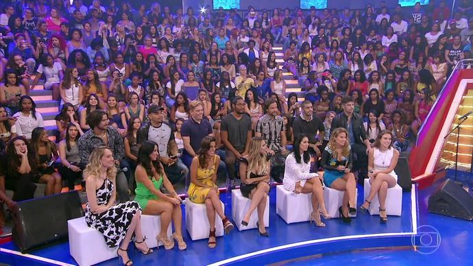 Luciano Huck apresenta musas do Saltibum (Foto: TV Globo)