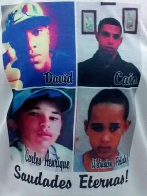 Detalhe de camiseta, com fotos de quatro das cinco vítimas de acidente ocorrido após perseguição policial (Foto: Isabella Calzolari/G1)