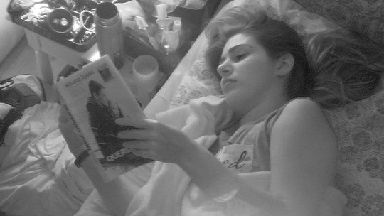 Vivian lê livro de romance