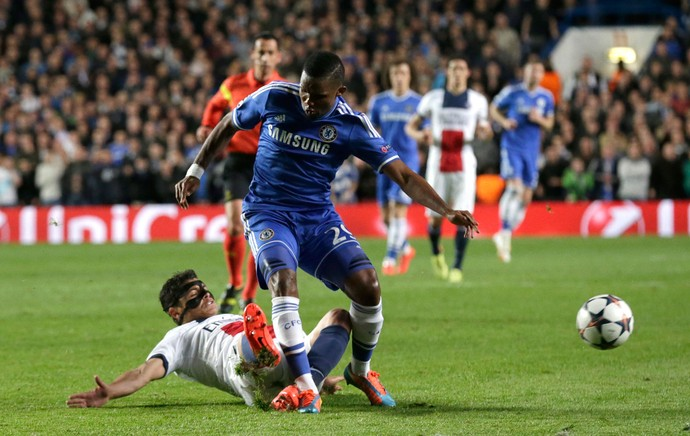 Eto'o e Thiago Silva Chelsea x PSG (Foto: AP)