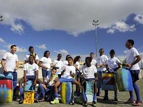 Instituto Bola Pra Frente atende a crianças e jovens do Complexo do Muquiço  (Foto  7bb9d17d4f80f