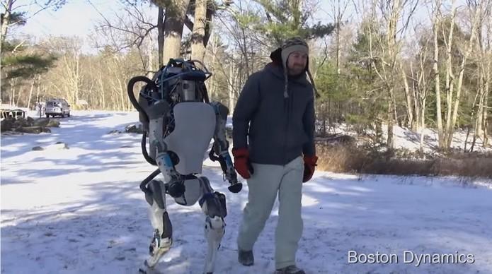 Robô humanoide do Google pode caminhar e carregar objetos (Foto: Divulgação/Boston Dynamics)