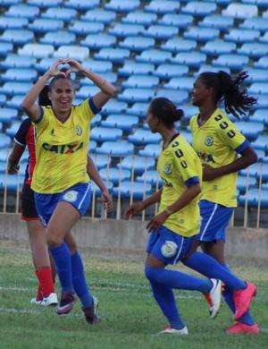 Rayssa marca duas vezes e dedica título e gols para mãe (Foto: Emanuele Madeira)