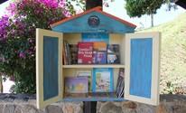Minibibliotecas estimulam a leitura em pontos de ônibus em Piracaia, SP (Mirna Nóbrega/Divulgação)