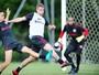 Após empate em jogo-treino, Zago comanda treino para ataque do Inter