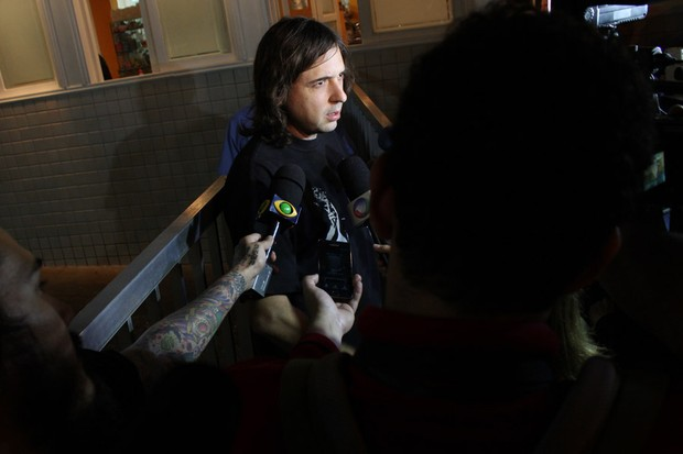 Marcão no velório de Champignon (Foto: Celso Tavares/EGO)